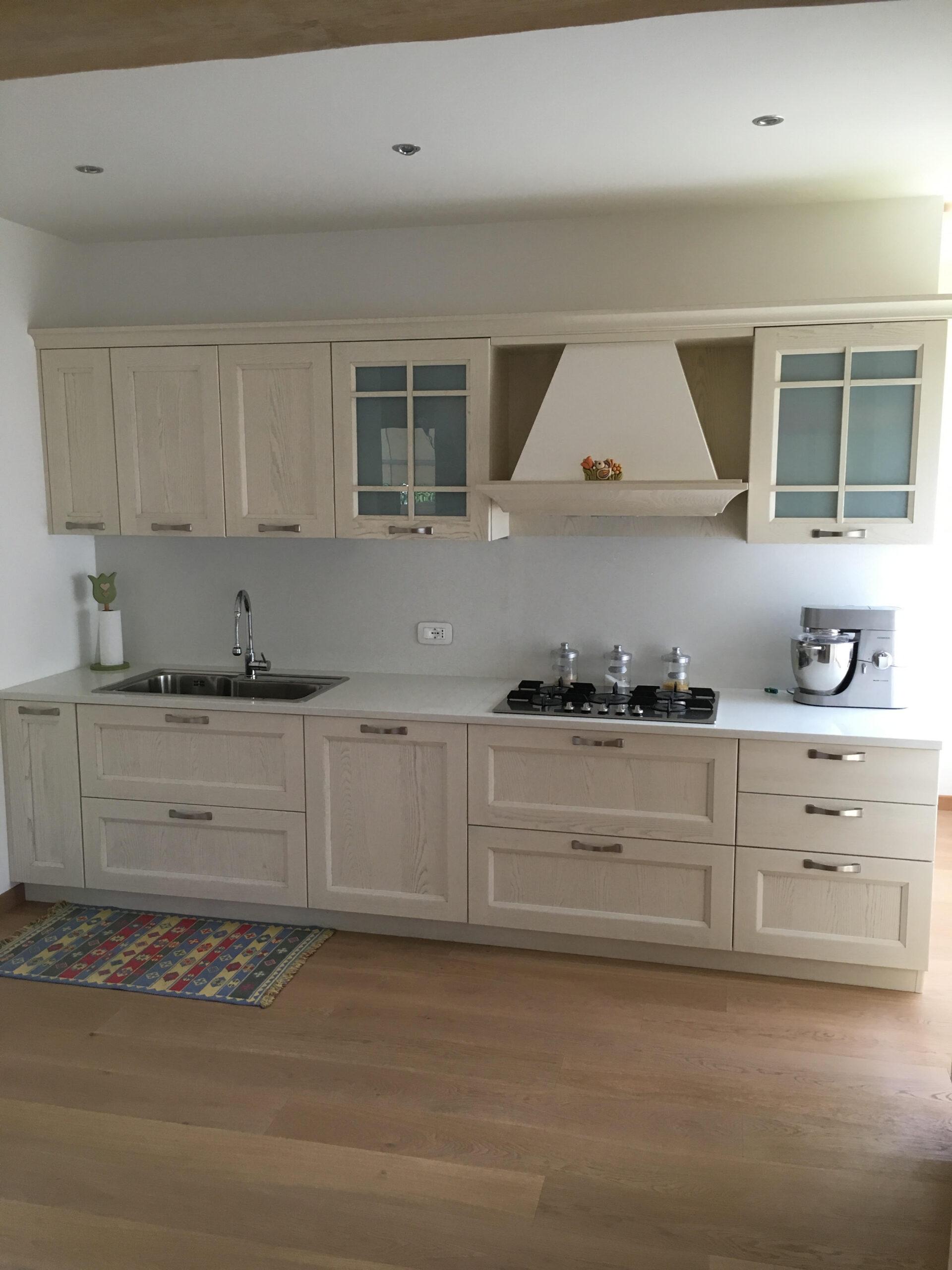 Cucina modello village decap ad alano di piave stanza per stanza - Piano cucina quarzo ...
