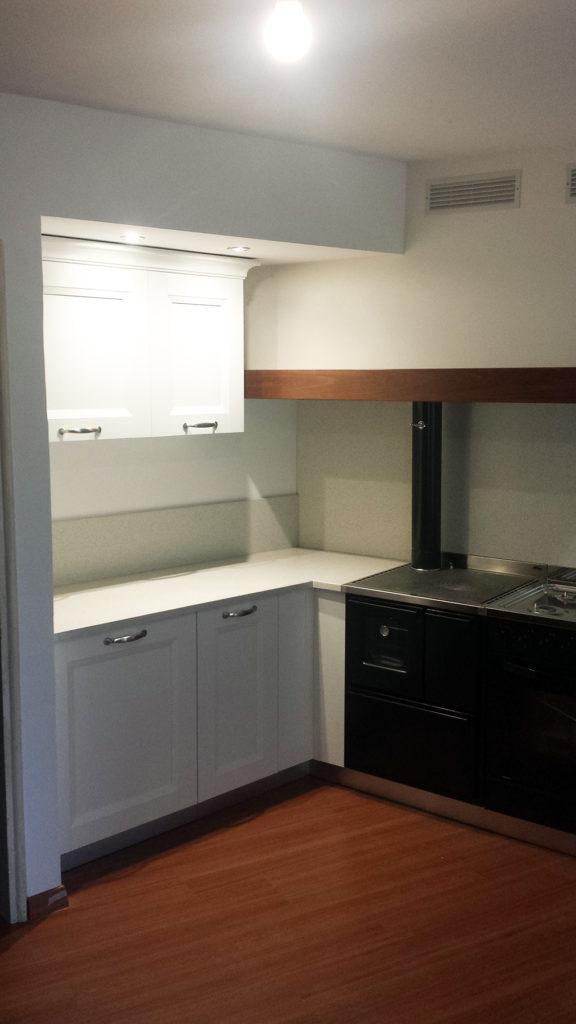 A segusino cucina a telaio bianco libreria su misura for B b mobili montebelluna