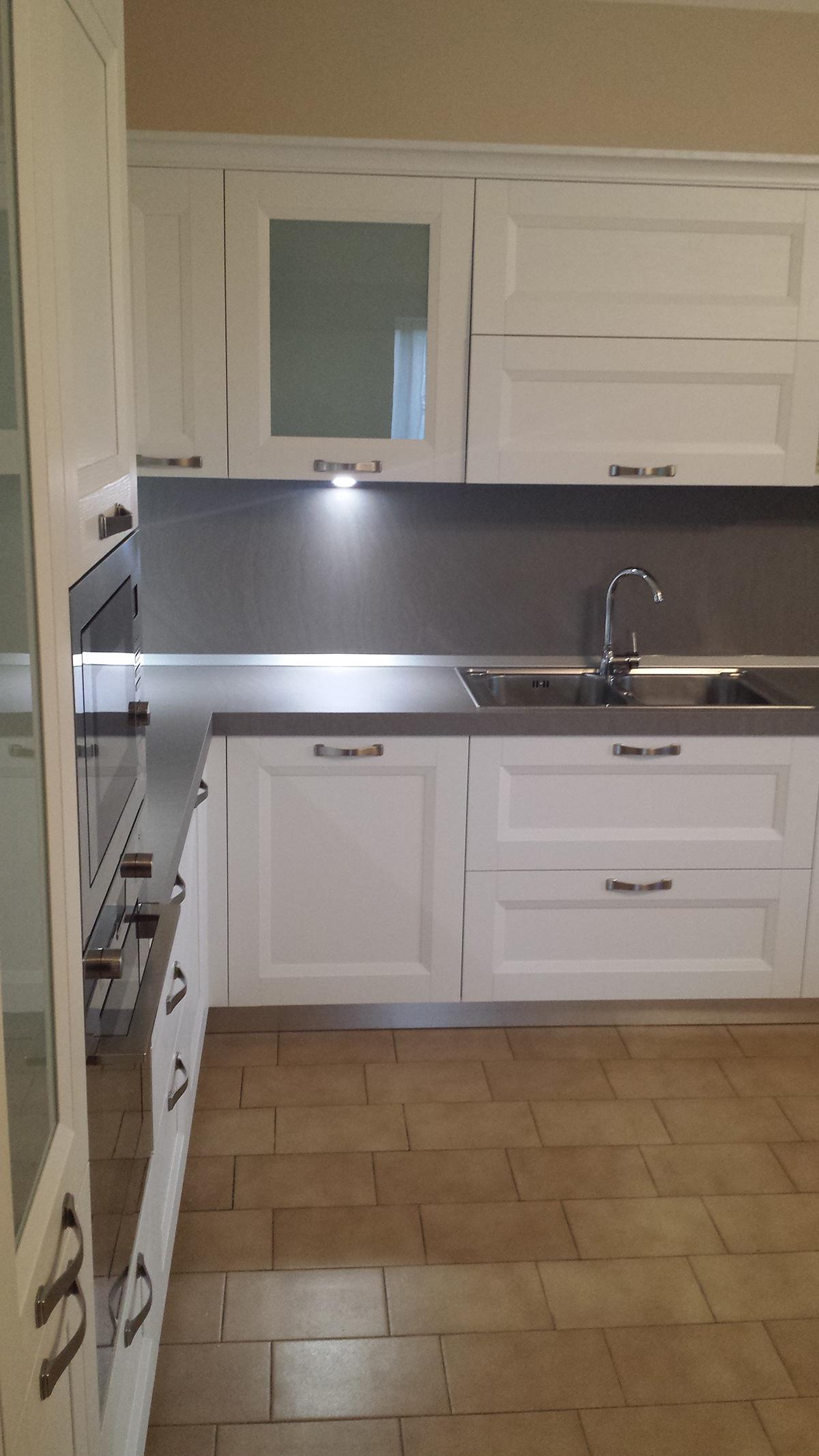 Abitazione privata a Pederiva di Montebelluna: Cucina bianca ...