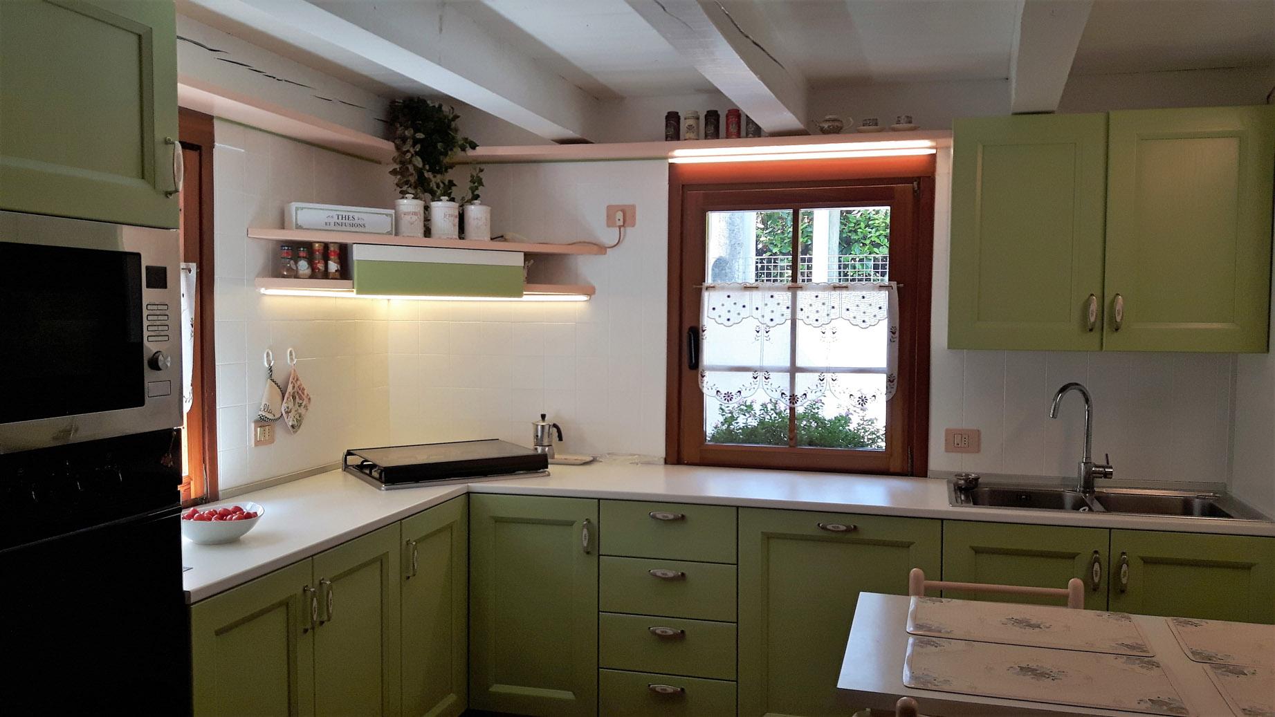 Cucina modello Village in legno laccato verde - Arredamenti Stanza per Stanza a Montebelluna, in provincia di Treviso