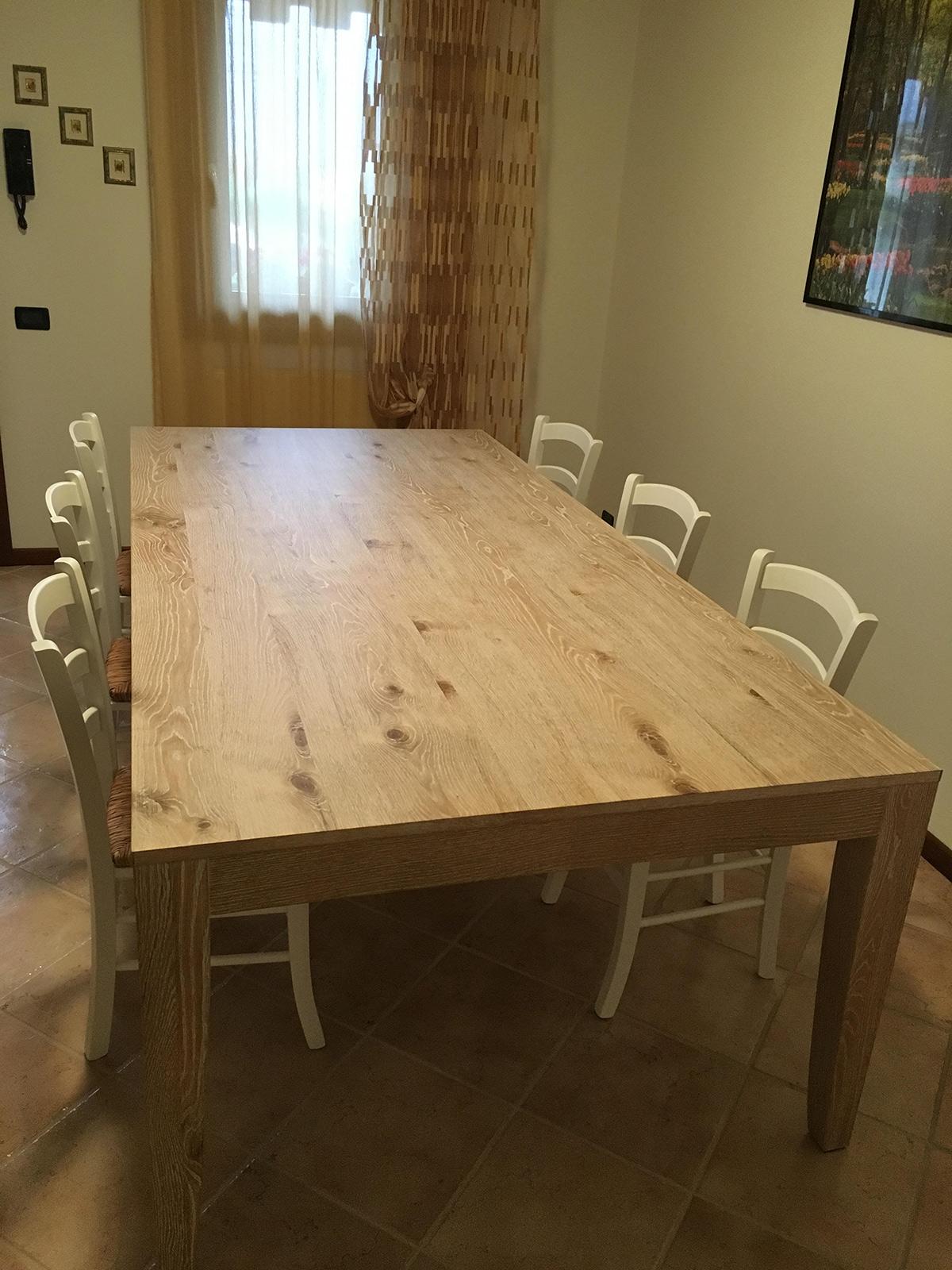 Sedie Per Tavolo Legno Massello tavolo in legno massiccio e sottoscala a misura - stanza per